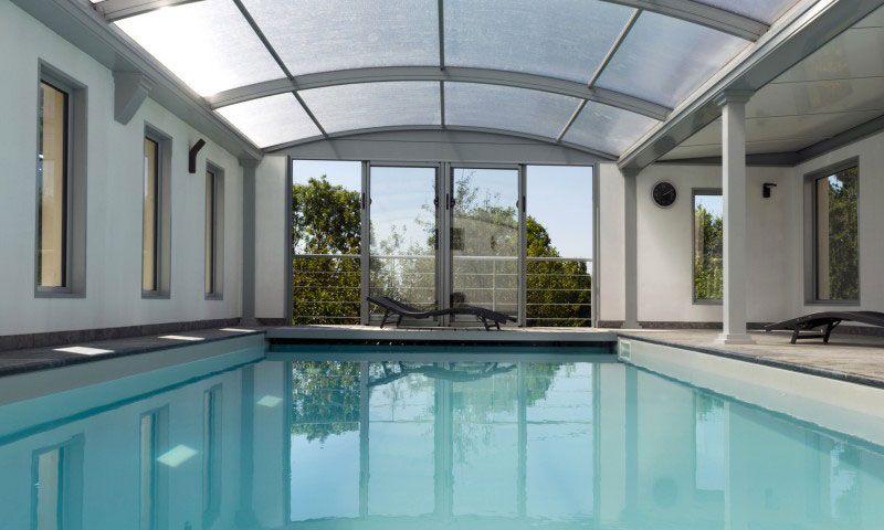 Abris de piscine Gris clair Piscine toit ouvrant