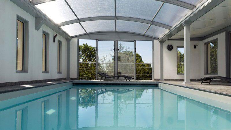 Piscine liner gris clair esprit piscine for Toit de piscine