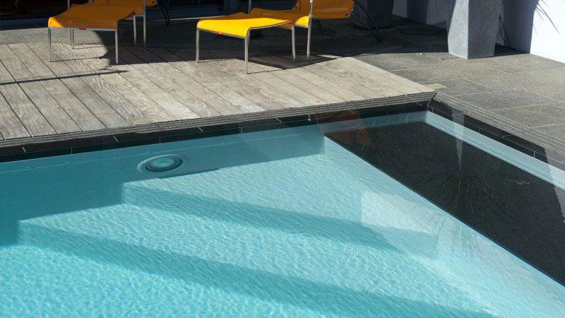 Ici, le temps s'arrête construire une piscine originale Piscine miroir minéral Gris clair