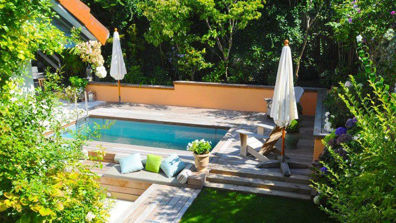 Jardin métamorphosé integration dune piscine dans un jardin Piscine à fond mobile Gris clair