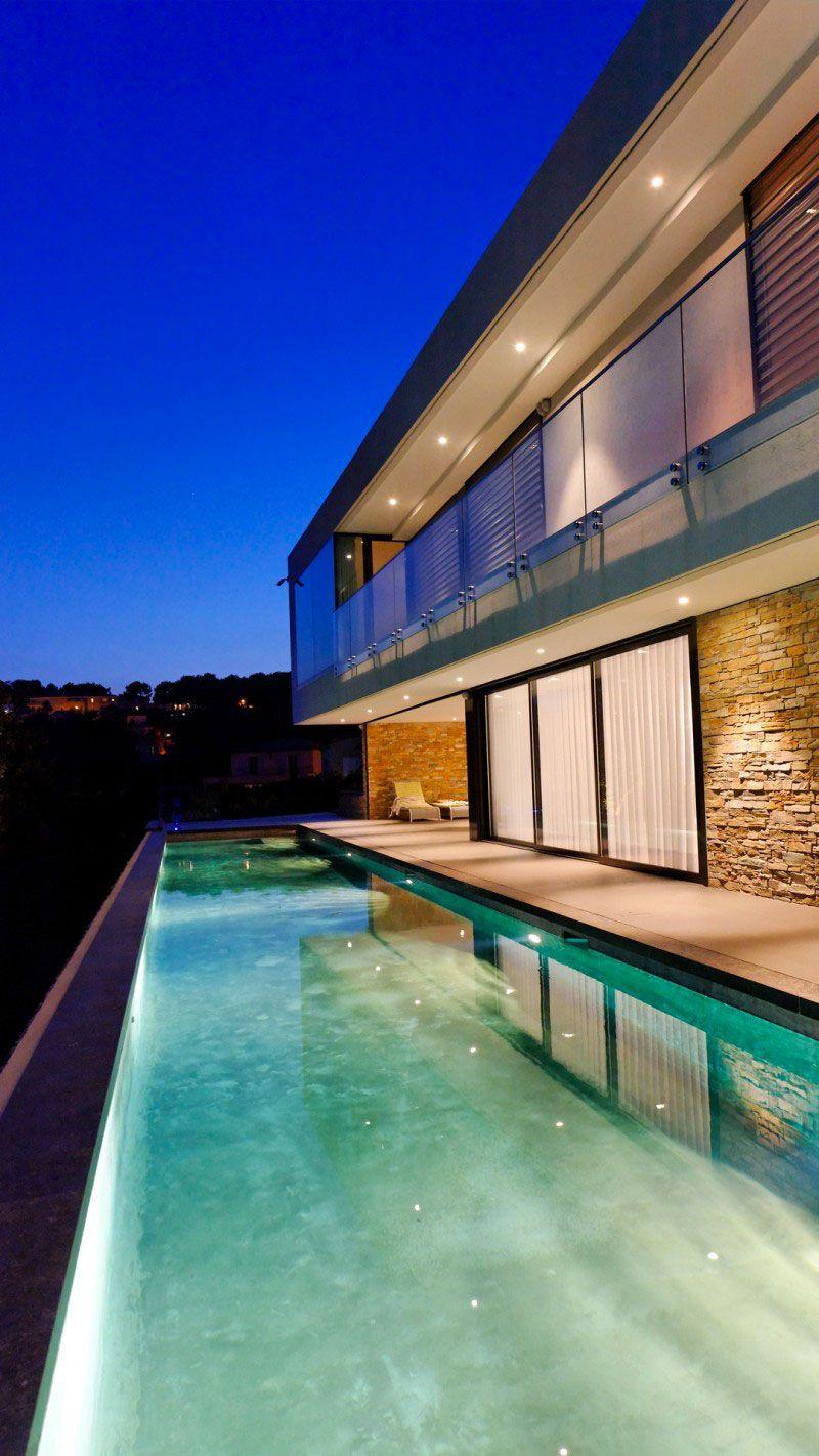 Sous les étoiles maison contemporaine couloir nage Couloir de nage