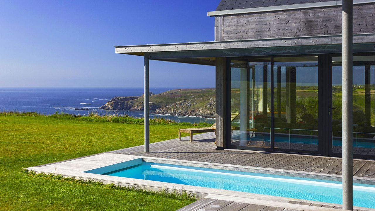 Beautiful piscine jardin des deux rives gallery amazing for Jardin en couloir