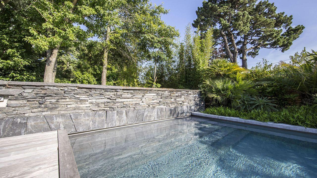 ambiance tropicale l 39 esprit piscine. Black Bedroom Furniture Sets. Home Design Ideas