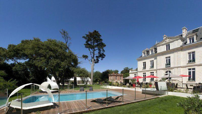 Château de la Gressière (Hôtel 3*) piscine a debordement 10 Archives