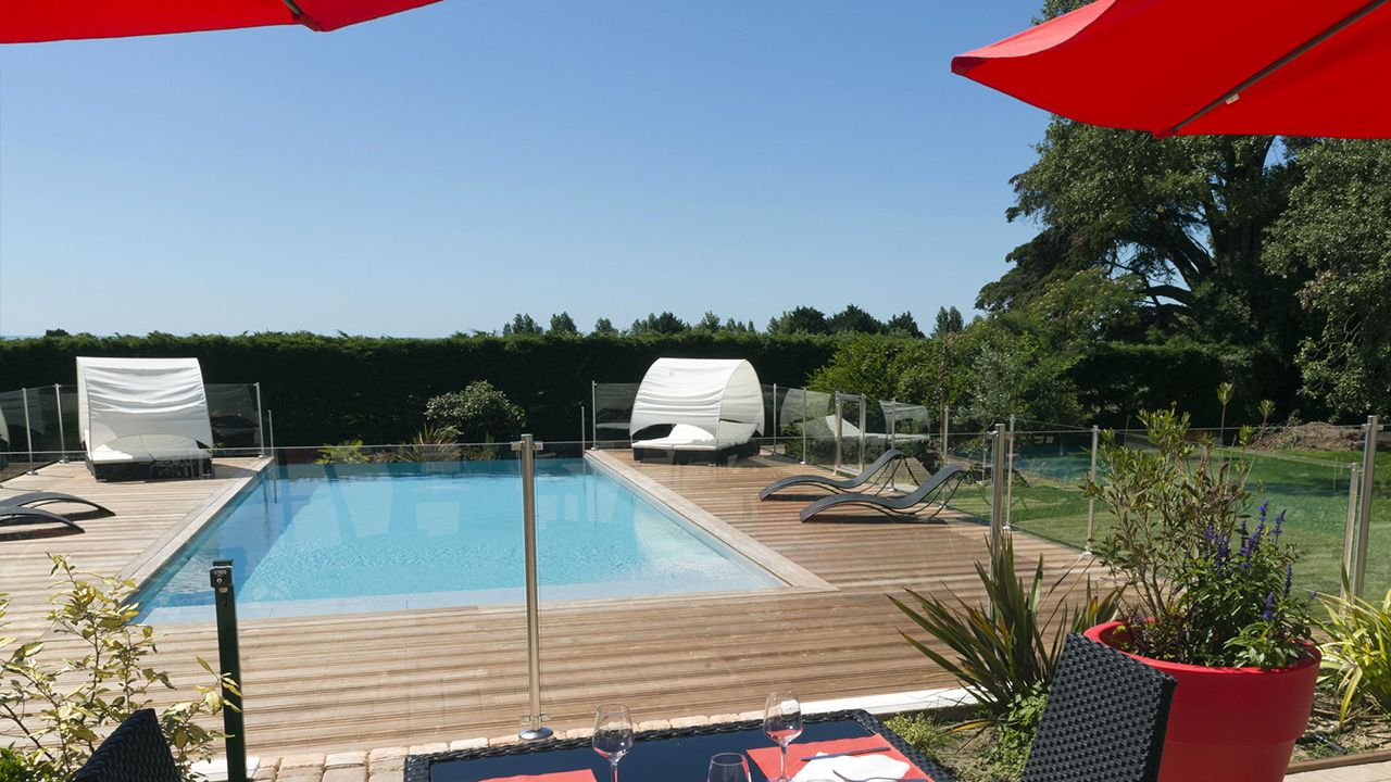 piscine d bordement archives esprit piscine. Black Bedroom Furniture Sets. Home Design Ideas
