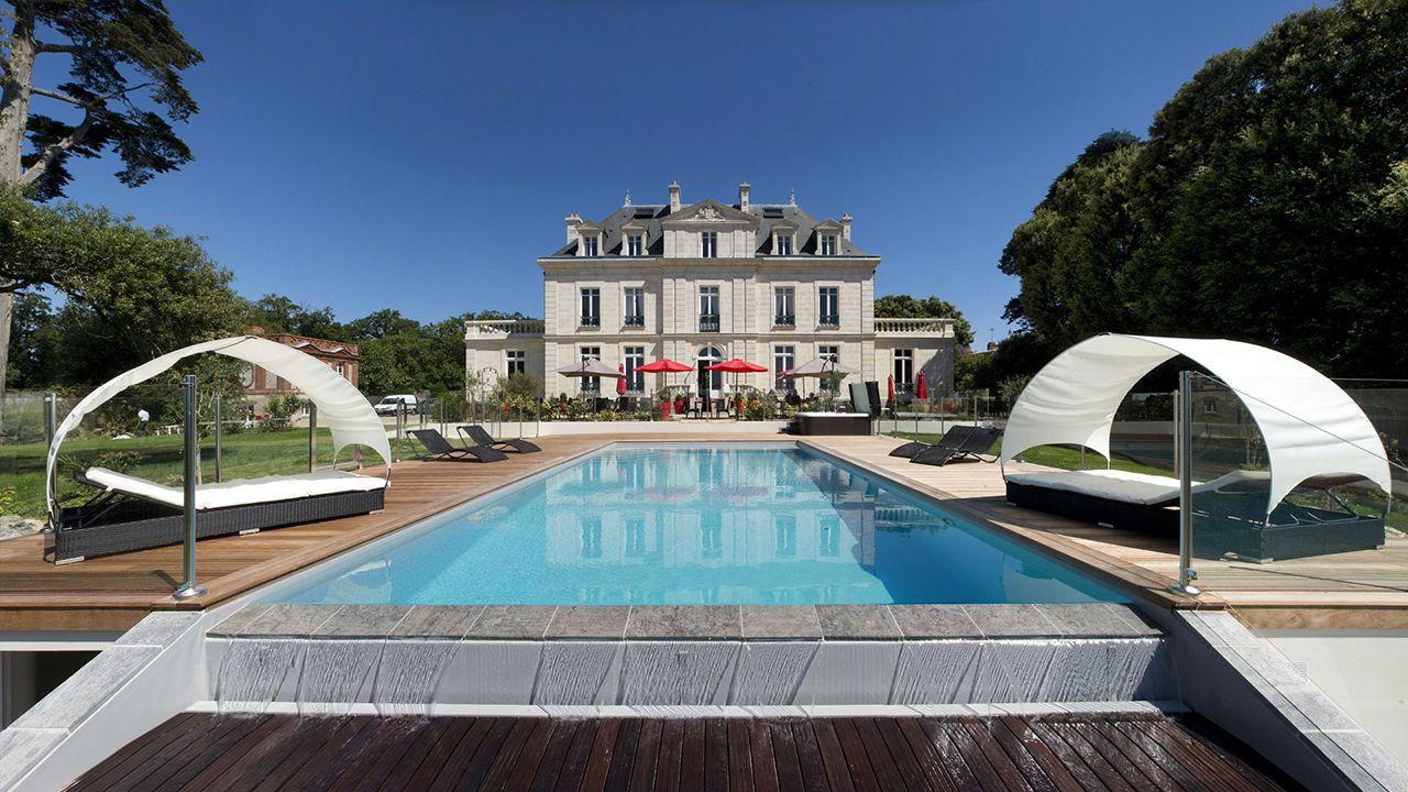 Château de la Gressière (Hôtel 3*) piscine a debordement 9 Archives