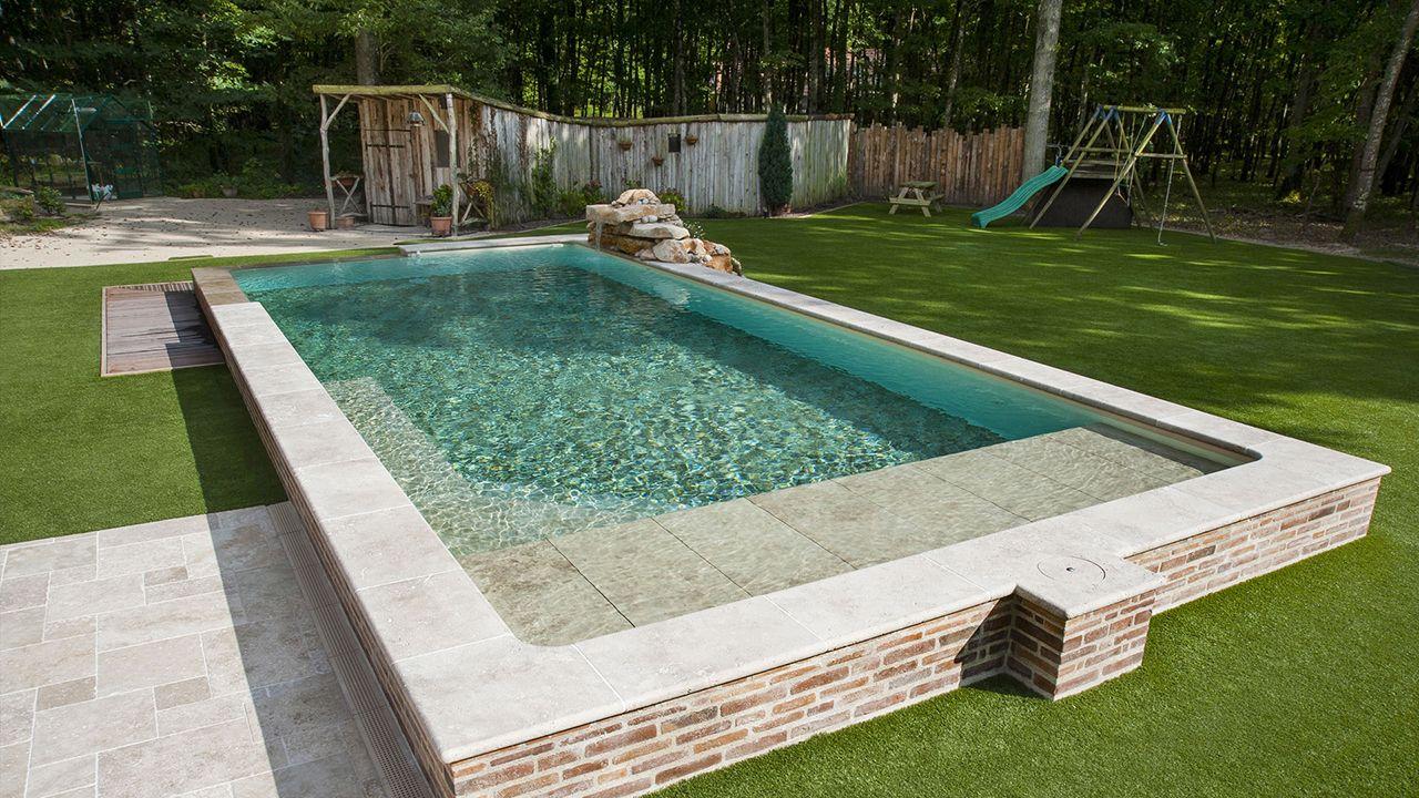 Piscine qui cache la forêt piscine a debordement avec escalier dangle Piscine à débordement Sable