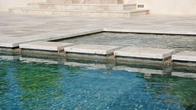 Débordement et plage immergée piscine a debordement avec plage Piscine à débordement