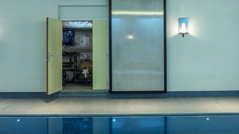 Quiétude harmonieuse piscine avec mosaique pate de verre Piscine intérieure