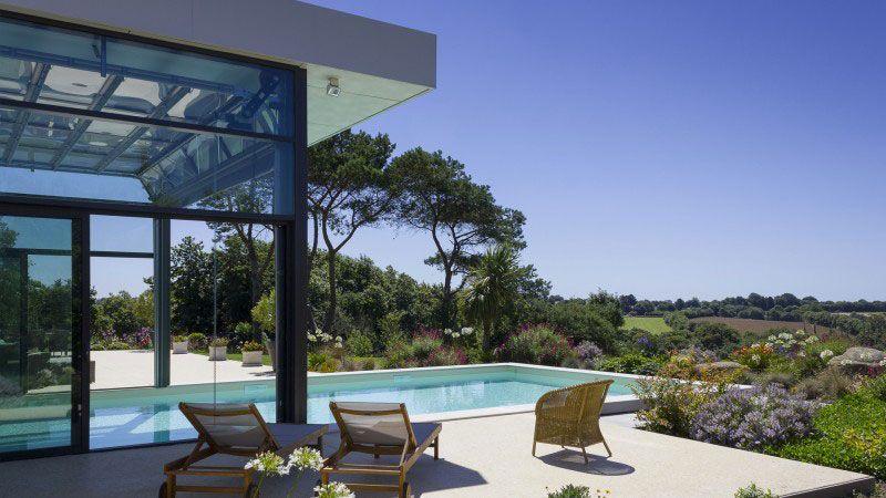 Piscine quatre saisons piscine avec plage en marbre Piscine In&Out Sable