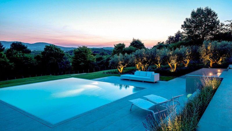 Piscine avec terrasse en grès