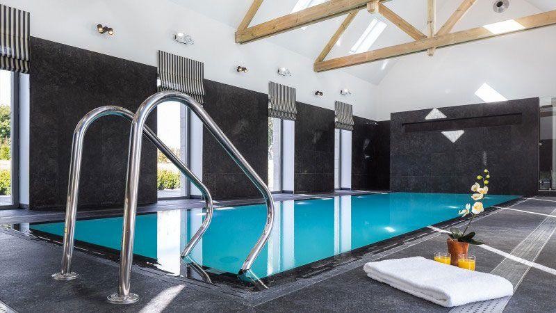 Piscine int rieure par l 39 esprit piscine - Chambre d hote piscine interieure ...