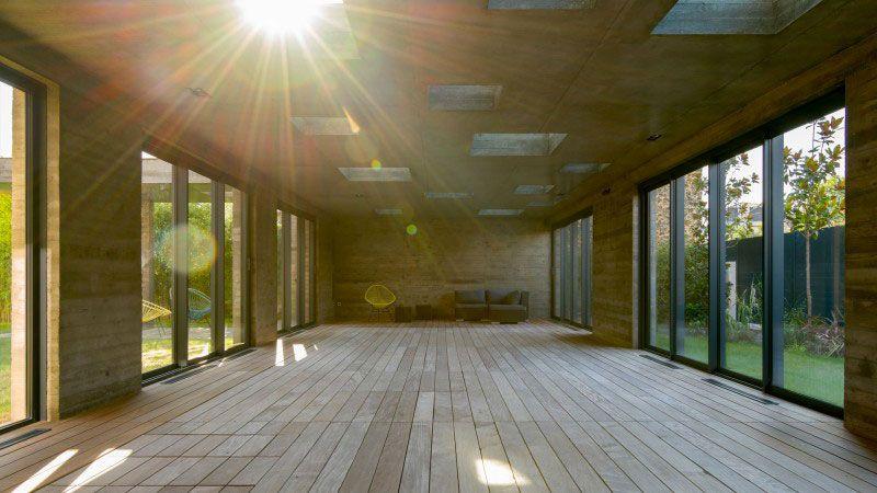 une extension moderniste, mi-piscine, mi-salle de réception piscine couverte avec fond mobile Actualité