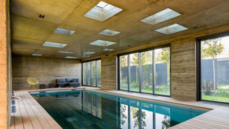 une extension moderniste, mi-piscine, mi-salle de réception piscine exceptionnelle interieure Actualité