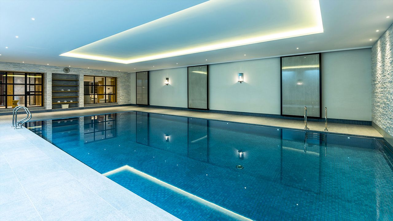 qui tude harmonieuse l 39 esprit piscine. Black Bedroom Furniture Sets. Home Design Ideas