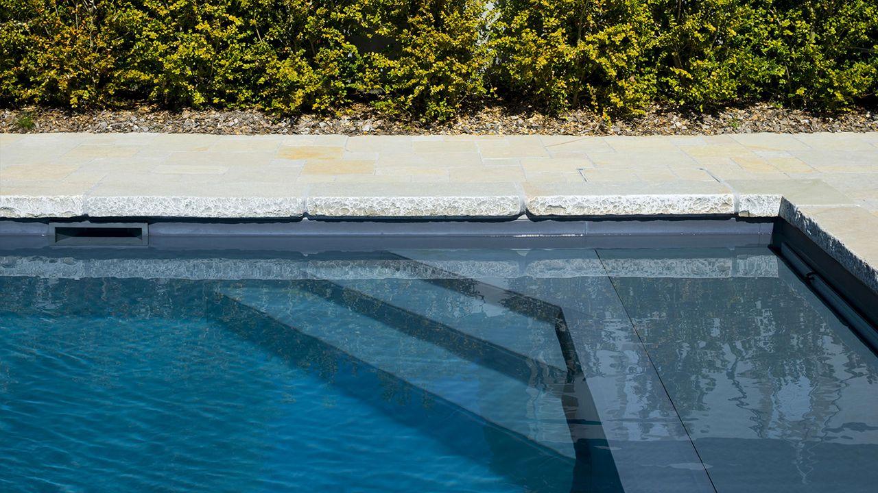 Grand bleu et montagnes l 39 esprit piscine for Piscine pour nager