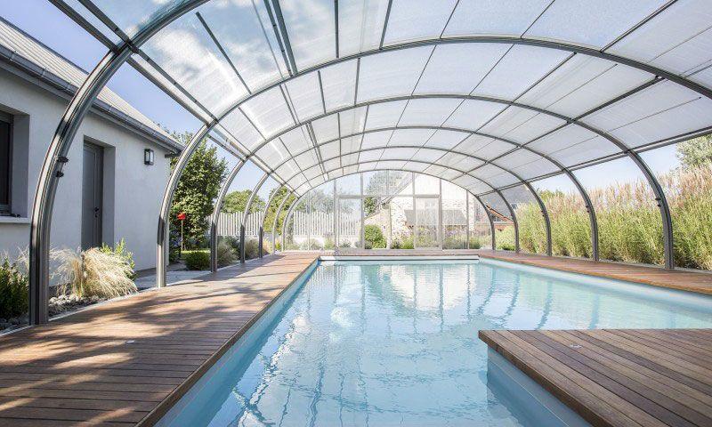 Piscine paysagée Abris de piscine Gris clair Nager au gré du temps