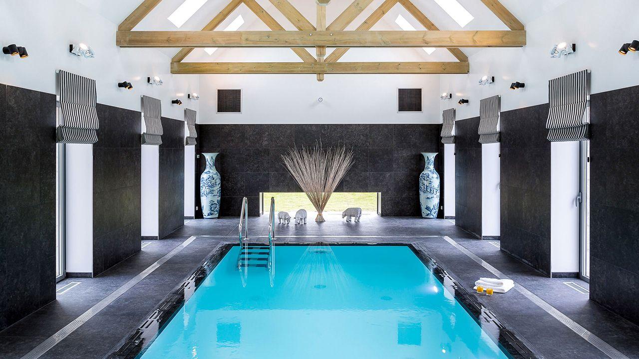 Clos de Troménec (Chambres d'hôtes) pisciniste piscine chambre dhotes Piscine miroir minéral Blanc