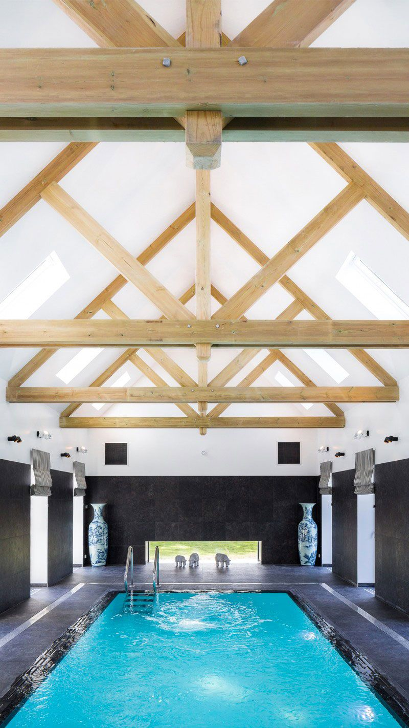 Clos de Troménec (Chambres d'hôtes) pisciniste piscine chambre hotes Piscine intérieure Piscine miroir minéral Blanc