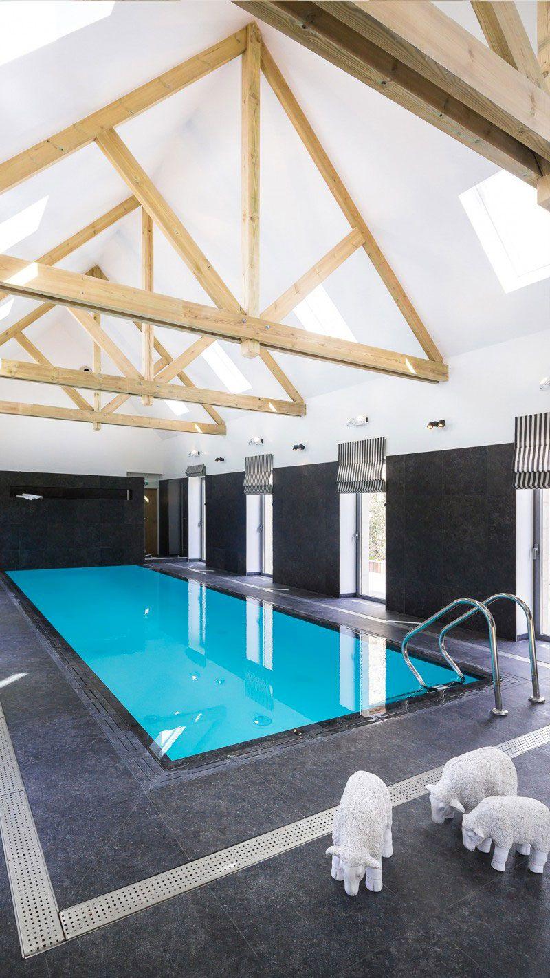 Pisciniste pour une piscine de chambre d'hôtes