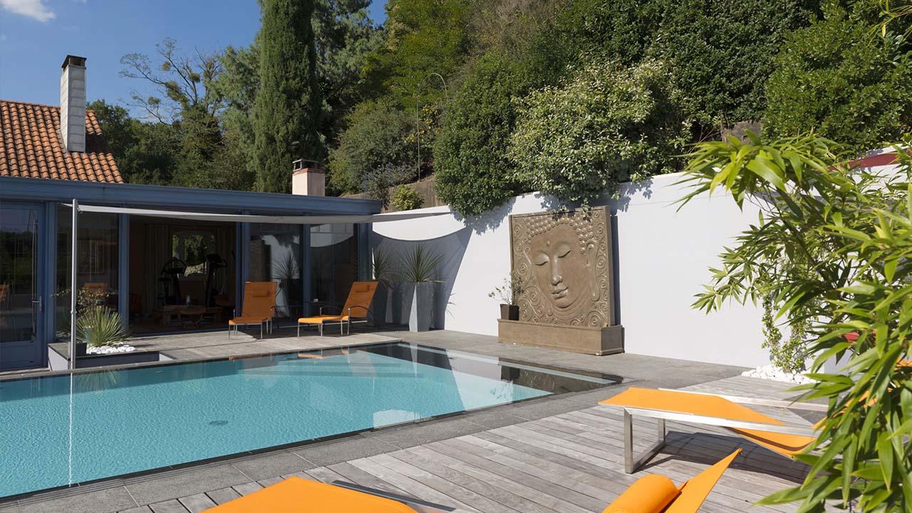 R investir l 39 endroit l 39 esprit piscine for Renovation piscine miroir