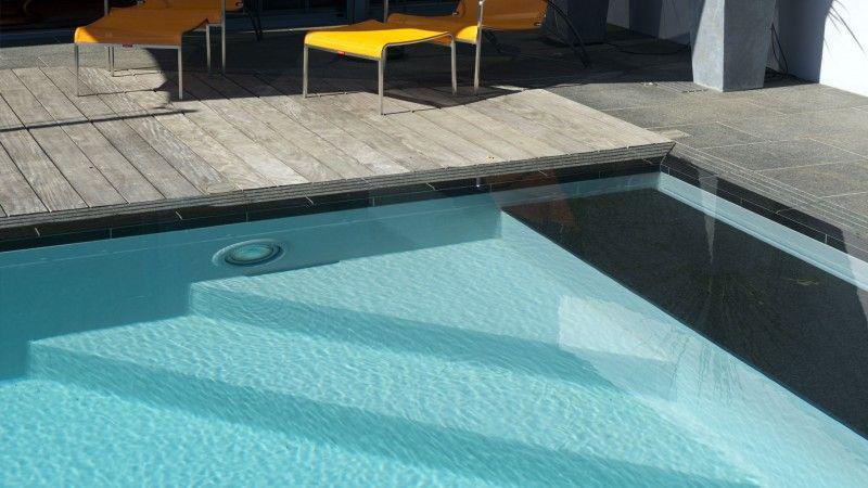 Réinvestir l'endroit piscinier pour renovation piscine Rénovation de piscines Gris clair