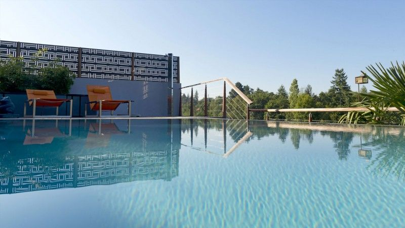 Réinvestir l'endroit pisciniste pour renovation piscine Piscine miroir minéral Rénovation de piscines Gris clair