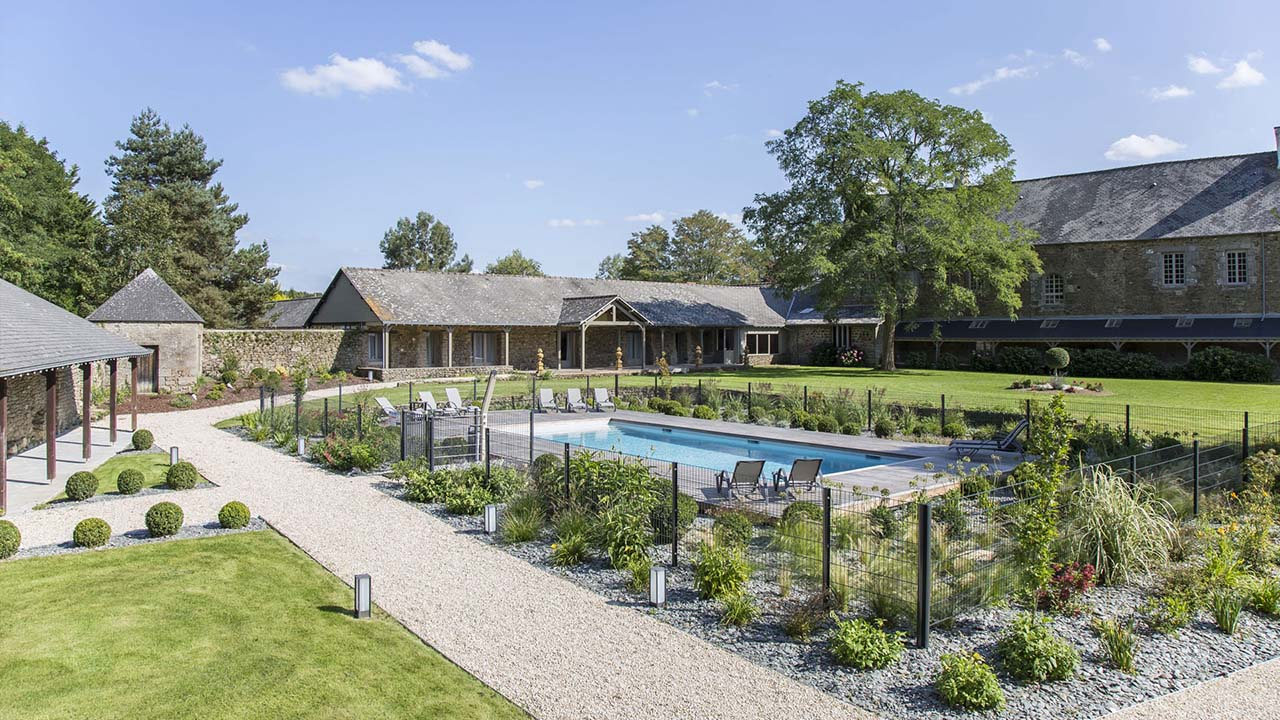Trophée d'Argent 2015 de la rénovation renovation de piscine par un architecte Rénovation de piscines Gris clair