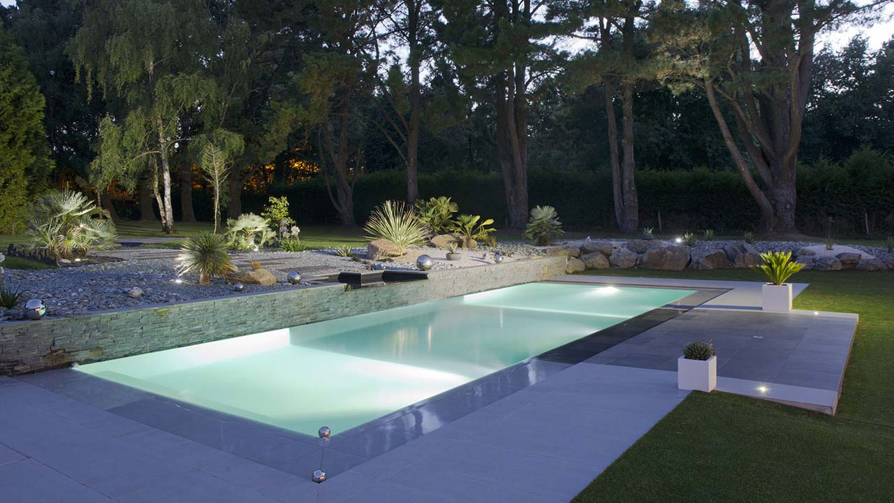 Piscinier loire atlantique jardins piscines services for Construction piscine avis
