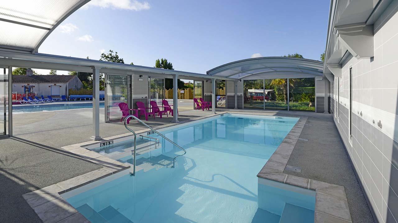 Espaces piscines votre magasin de piscines challans for Piscine miroir avis