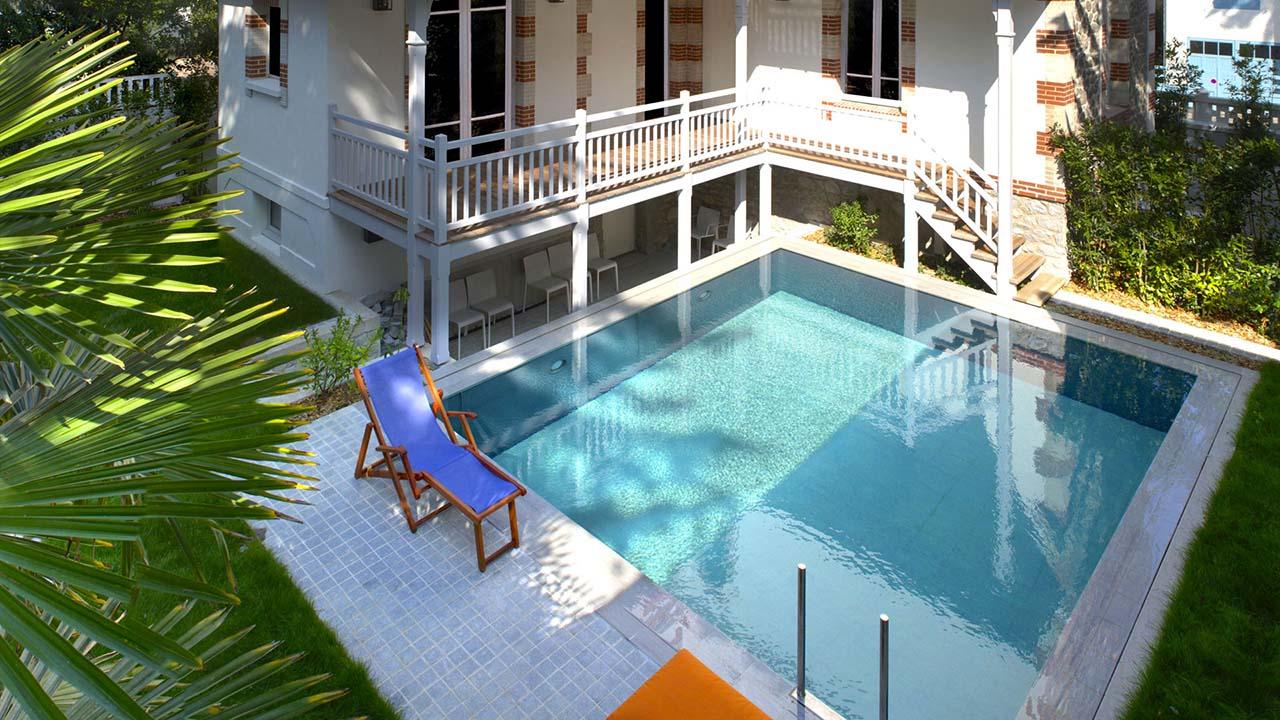 Piscinier loire atlantique jardins piscines services for Piscine coque polyester loire atlantique