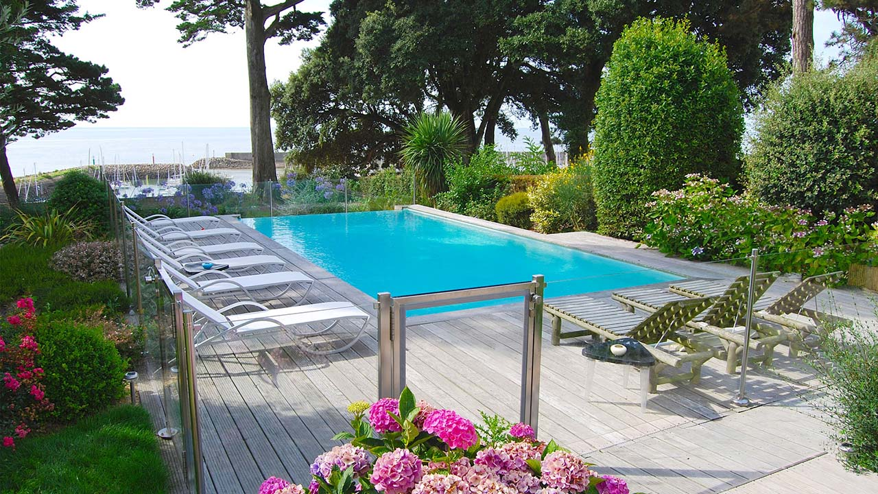 Piscinier loire atlantique jardins piscines services for Piscine service