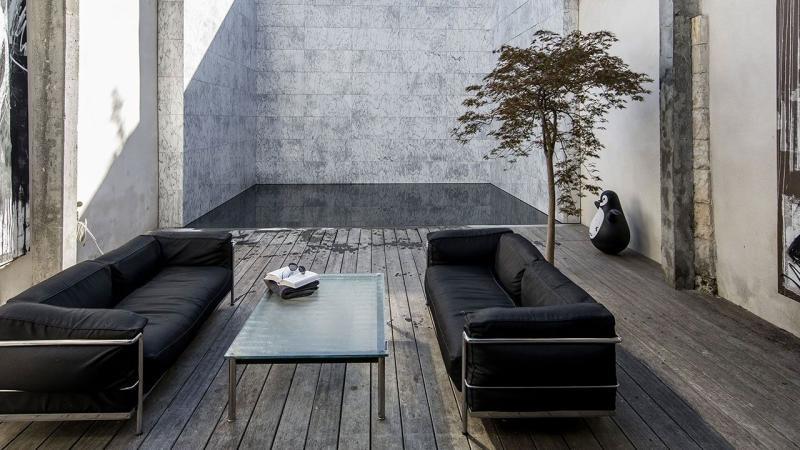 Pisciniste Poitiers l esprit piscine gasnier piscines tradition 86 magnifique piscine dans un patio au fond noir