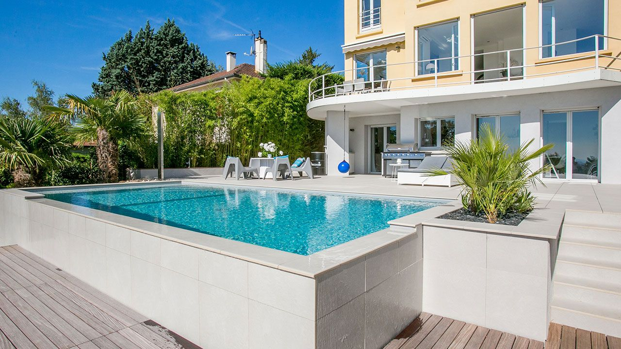 Piscinier boucher piscines construction r novation de for Construction piscine 38