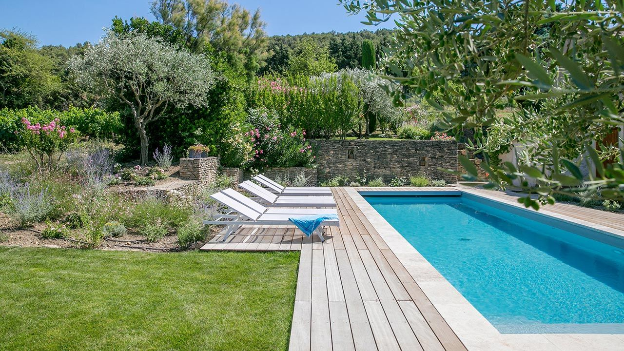 Piscinier boyer piscine dans le vaucluse piscines sur mesure for Piscine jardin 100m2
