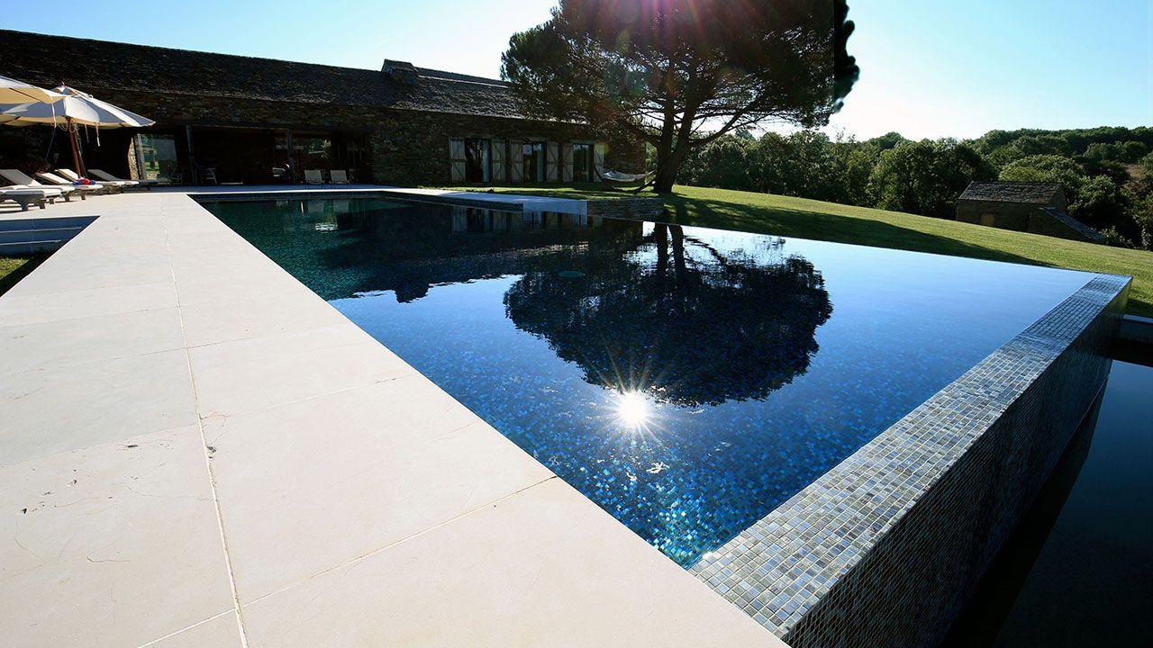 Rouergue piscines sp cialiste de piscine dans l 39 aveyron for Specialiste piscine