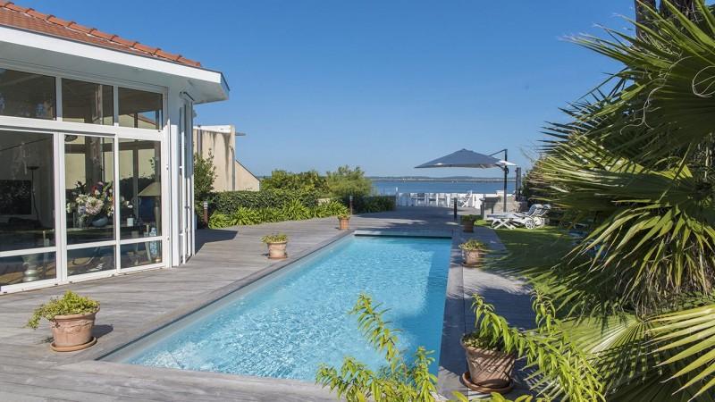 Pisciniste Arcachon l esprit piscine cote piscine 33 superbe piscine exterieure vue sur mer