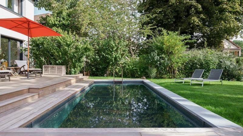 Pisciniste Paris piscine exterieure a debordement sur le jardin aqua system solutions 78
