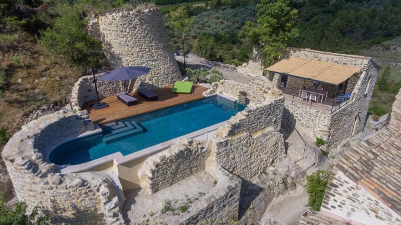 Pisciniste Vaison la Romaine piscine insolite atypique sur ruines batisse boyer jardin piscines 84