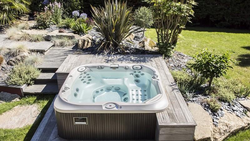 Pisciniste Vannes spa exterieur adh piscines