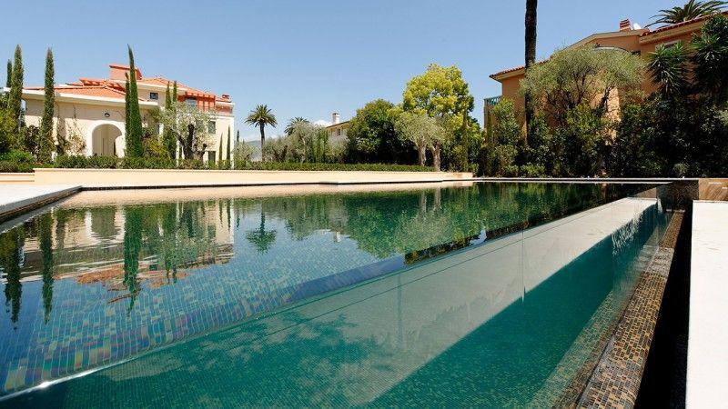 Design sans concession piscine avec facade en verre Piscine à débordement Piscine à paroi vitrée Noir