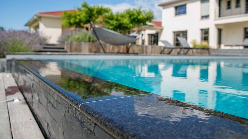 Calme et sérénité piscine a debordement 11 x 5 Archives