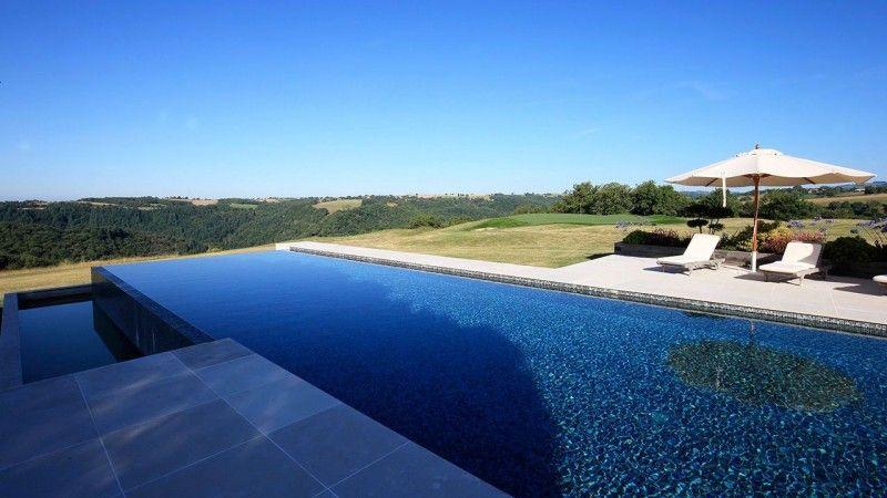 Bleu nuit en plein jour piscine carrelage bleu noir Archives
