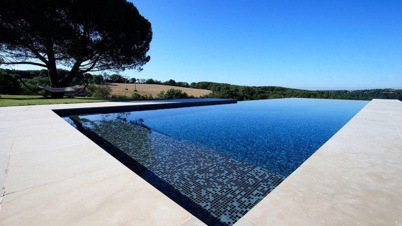 piscine à débordement de luxe