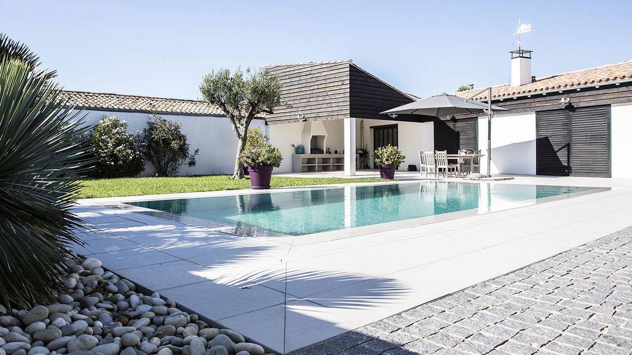 Au gré de vos envies construire piscine fond mobile Piscine à fond mobile Gris clair
