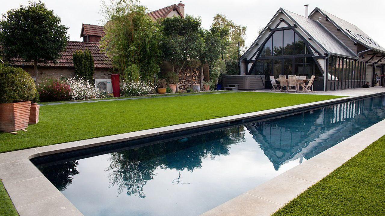 Longueurs dans le jardin l 39 esprit piscine for Jardin en couloir