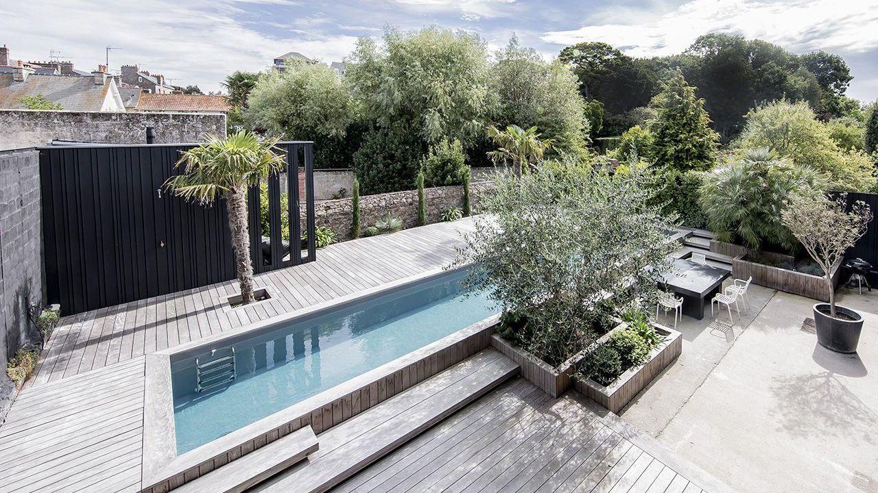 mariage du bois et du bleu l 39 esprit piscine. Black Bedroom Furniture Sets. Home Design Ideas