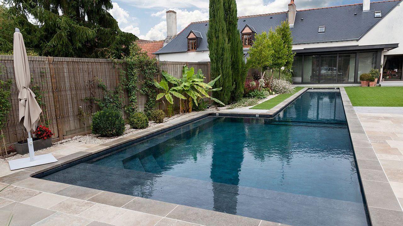 Longueurs dans le jardin l 39 esprit piscine for Couloir de nage