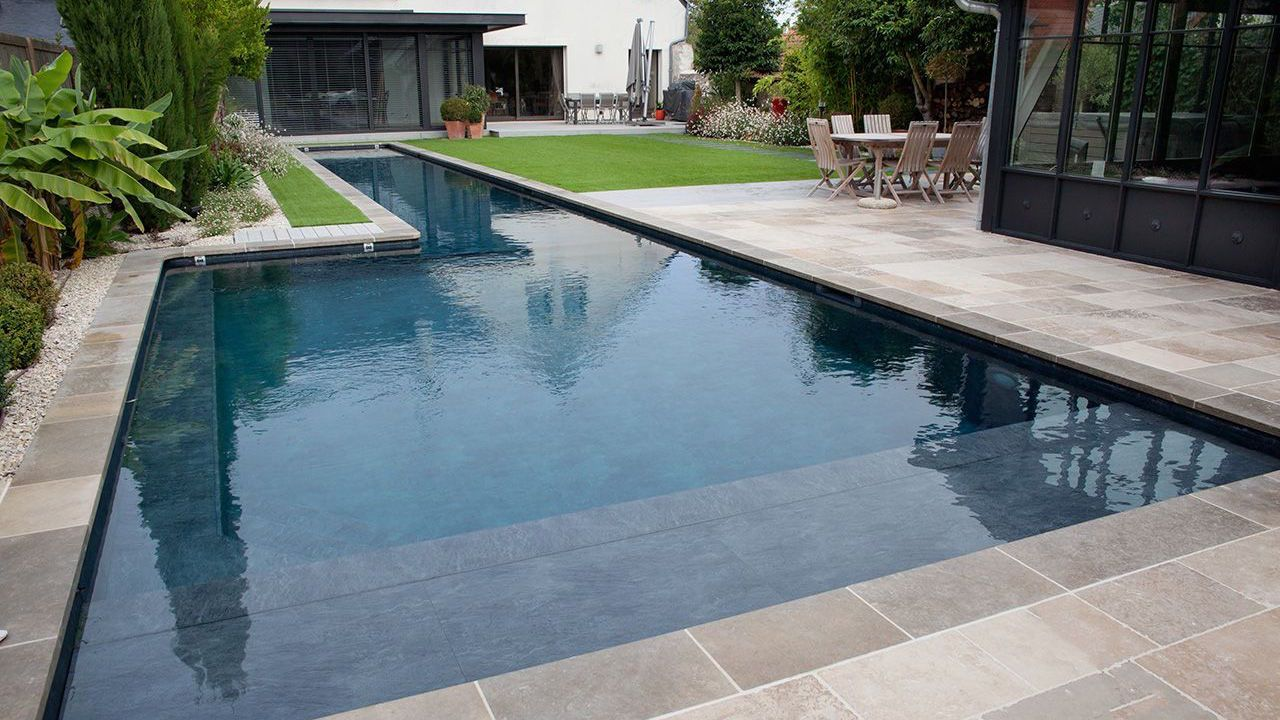 Longueurs dans le jardin l 39 esprit piscine for Piscine dans le jardin