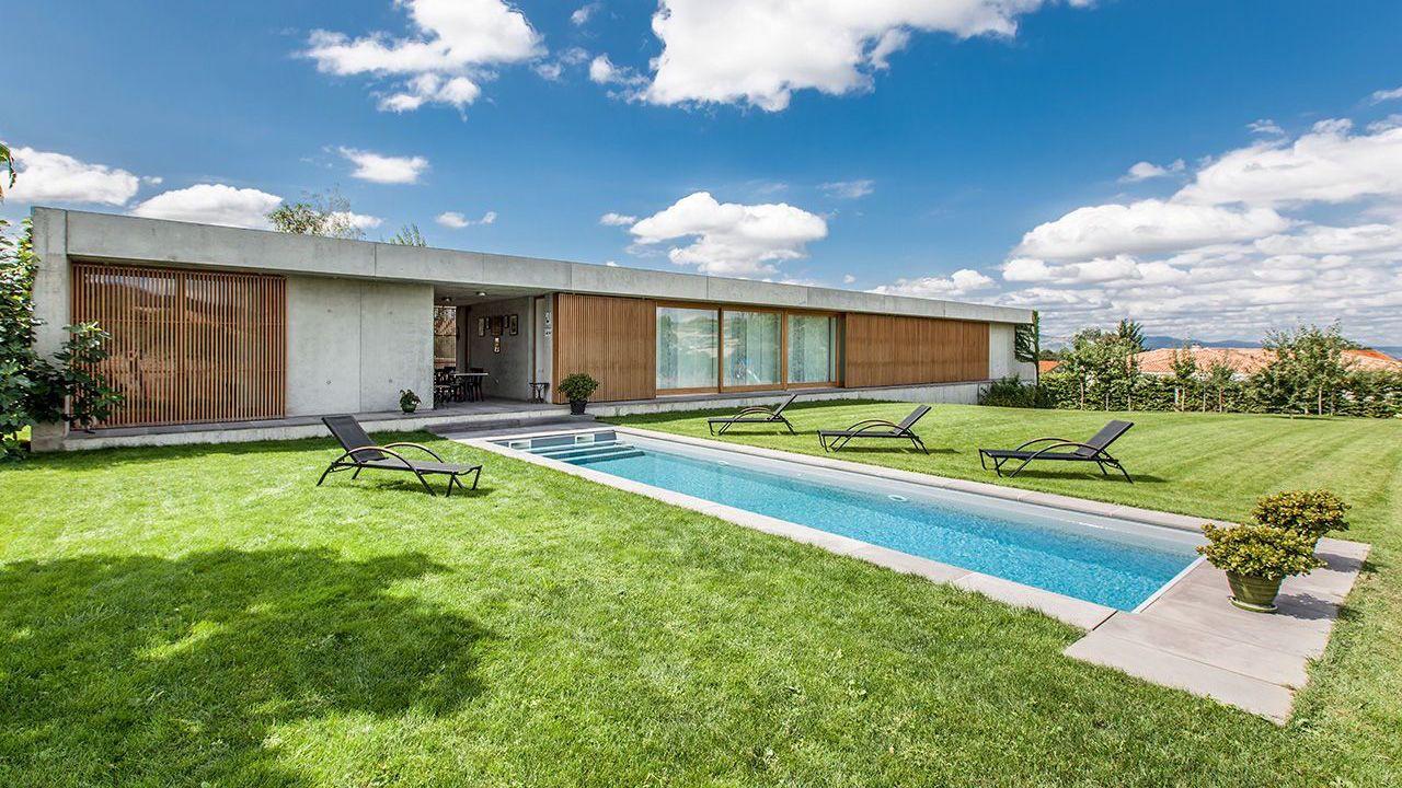 Axes opposés piscine 10 x 2 9 m Gris clair